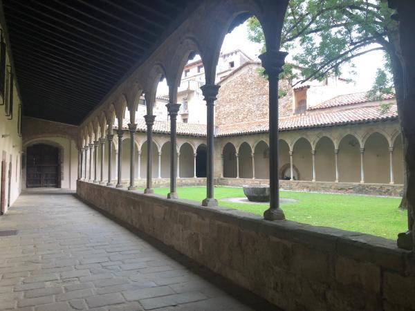 Monestir de Sant Joan de les Abadesses amb nens