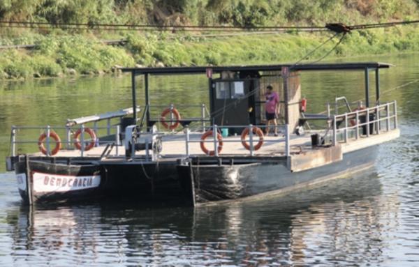 Pas de barca de Flix amb nens