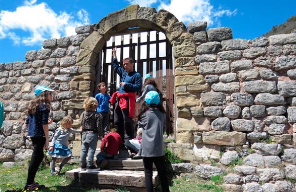Castell de Mataplana amb nens