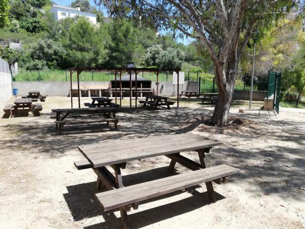 Zona de pícnic Centre Cívic Els Jardins amb nens