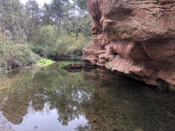 Los acantilados del río Anguera, Pira. Foto: ESCAPADAAMBNENS.COM