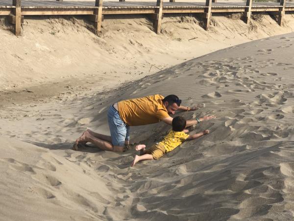 La croqueta a les dunes de Riumar amb nens