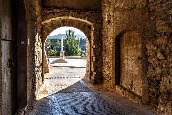 Visita dinamitzada al nucli antic de Tivissa amb nens