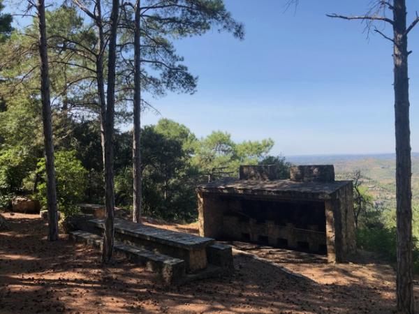 Área de pícnic de la ermita de Sant Salvador. Foto: ESCAPADA AMB NENS