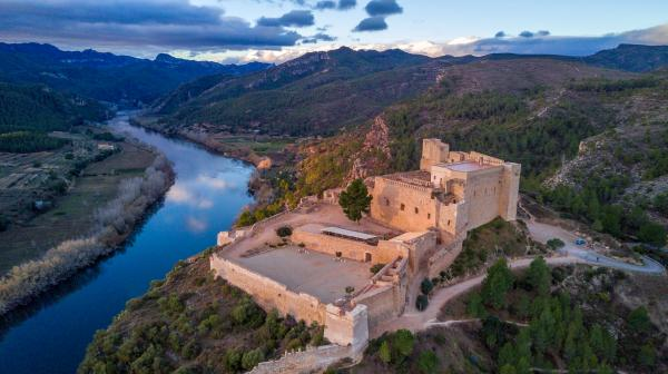 Castell de Miravet amb nens