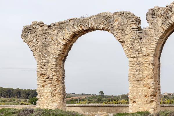 Acueducto romano de los Arcs Con niños
